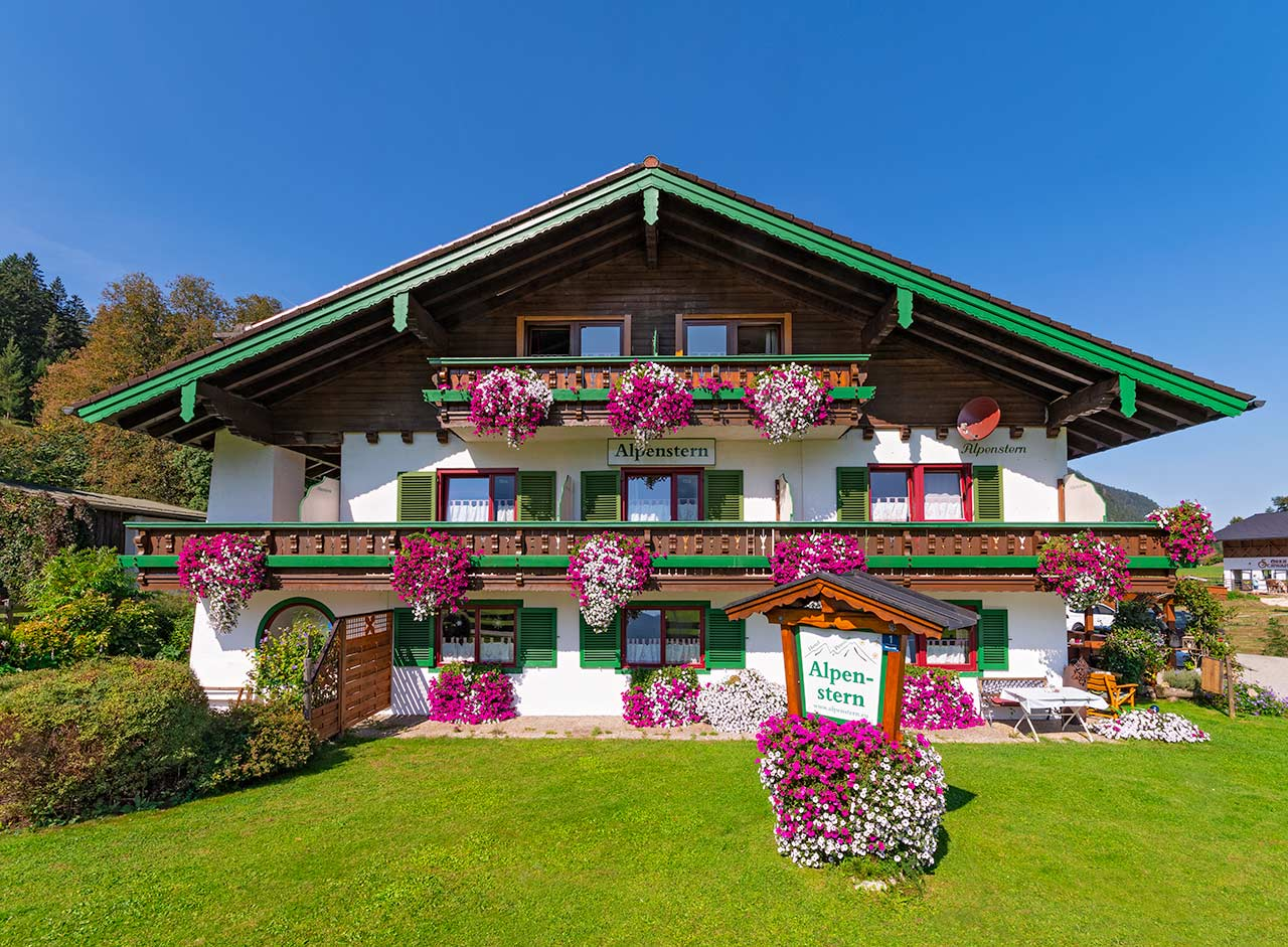 Hotel-Pension Alpenstern Ansicht Sommer